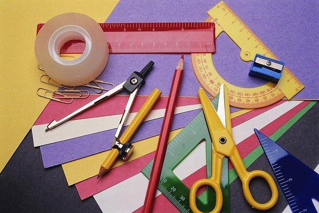 паперкрафт для начинающих: цветная бумага и канцтовары